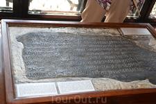 в средневековье рукописи всегдаоказывались  перед  угрозой уничтожения и разграбления со стороны чужеземных захватчиков. По свидетельству Степаноса Орбеляна ...