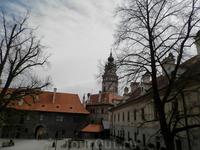 Во дворе замка