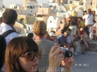 Ия; люди на главной обзорной площадке: оттуда обзор и на западную часть города и на восточную