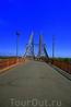 Парковый пешеходный мост. Ведет на Труханов остров - любимое место отдыха киевлян.