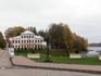 Над откосом старого рва в юго-восточной части Кремля стоит внушительное парадное здание, украшенное шестиколонным портиком. Это бывшее здание Городских ...