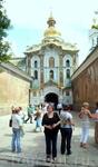 У входа в Киевско-Печорскую лавру.