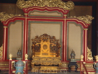 Музей Гугун- Запретный город.Бывшая резиденция императоров.Императорский трон