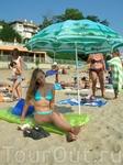 На пляже днём
