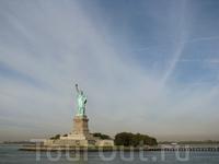 Остров Свободы находится в нескольких километрах от Манхеттена и в полкилометре от Нью-Джерси. Площадь острова 4 га. В 1886 году на него водрузили статую Свободы, которая была призвана служить приветс