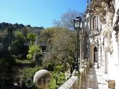 Вид с балкона дворца на сад.