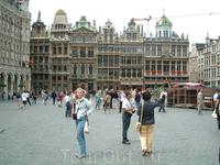 Мы вышли из метро и пошли по указанной улице Rue de la и вышли к кафедральному собору Св. Михаила. В Брюсселе так же , как и в Антверпене – стройка. Собор ...