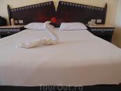 Кровать в номере 322 отель Кинг Тут