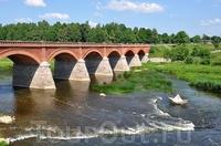 Кирпичный арочный мост через Венту