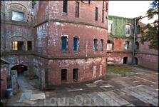 """Форт Александр в просторечии называют """"форт""""Чумный"""" в 1899г здесь были организованы рабрты по изучению чумы и производства вакцины от неё"""