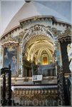 На главной площади Эворы сохранился фонтан XVI века. Здесь стоит Igreja do Sao Francisco с ужасным склепом из человеческих черепов и костей жертв средневековой ...