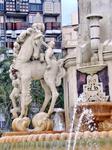 Фонтан - произведение аликантийского архитектора Daniel Bañuls Martínez, построен в 1930 году.В общем, мне фонтан понравился и площадь тоже. Думаю летом тут очень приятно находиться.