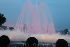 Поющие фонтаны в сумерках