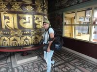 монастырь Копан.  Это знаменитый монастырь тибетского типа школы Гелугпа. Монастырь находится около пяти километров к северу от ступы Боуднатх. Собственно ...
