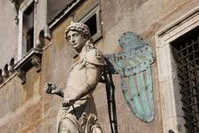 В замке Святого Ангела. Мне очень понравилась эта скульптура.