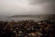 Вид на Стамбул с Галатской Башни. К сожалению, было пасмурно, поэтому вид не настолько впечатляющий, как мог бы быть