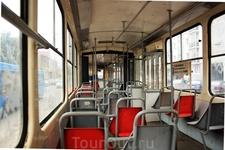 Так как трамваи не самые быстроходный транспорт в городе, иногда можно тут проехаться одному почти до самого конца маршрута