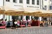 Одно из многочисленных кафе на Ратушной площади