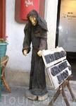 ...и рекламных (впрочем, я до сих пор так и не понял – монашка это или всё же ведьма :)