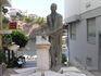 Еще один проулок со статуей