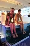 Легкая и веселая косметическая процедура с участием рыбок гарра-руфа!!! какие же они все таки голодные)))