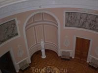 Вид с балкона на бальный зал