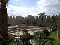 Крепость в центре города