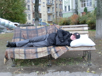 """Скамейка """"Везде, как дома"""", автор Владимир Кузнецов"""