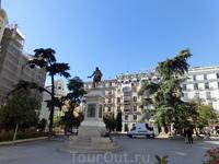 Фасад здания Конгресса выходит на  Пласа-де-лас-Кортес. Конгресс был построен на месте монастыря Святого Духа. Ранее постоянно переезжавшие с места на ...