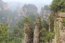 Издалека горы как-будто покрыты мхом, а поближе приглядишься, а это деревья, листвинницы и прочая растительность.