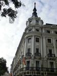 Каждое здание на Calle Alcala и Gran Via  обладает своим стилем, своей историей и, частенько, своими легендами. Рассматривать их, мне кажется, можно бесконечно ...