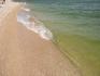 чистейшее море, приятный ногам берег