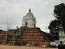 Храм Фасидега В центре второй части Площади Дурбар расположен большой белый храм Фасидега, посвящённый Шиве. Храм возвышается на шестиуровневой платформе ...