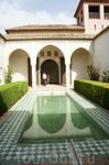 Один из арабских двориков Алькасабы