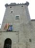 Далее наткнулись на еще одну достопримечательность - башня Гузман, Torreón de los Guzmanes. Башня является частью дома Garcibañes de Múxica, была возведена ...