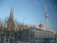 Телебашня на фоне Николаевского квартала.В солнечную погоду на башне появляется крест.
