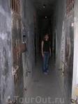 Музей Армии в Ханое. Одиночные камеры для пленных.