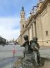 Мы вышли на главную площадь города, La Plaza del Pilar, которую еще называют Plaza de Catedrales (площадь соборов), и я ахнула от изумления. Я знала что ...