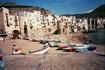 Сижу в старой части г.Чефалу, 4в.до н.э. Этот город расположен на мысе, выступающем в Тирренское море.