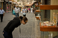 Улица Сократа - главная торговая улица Старого города