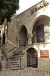 Различные государственные учреждения и банки располагаются в средневековых зданиях
