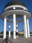 это Петровская ротонда, находится на Онежской набережной города