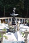 А еще много фонтанчиков и скульптур