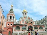 Казанский собор, недалеко от входа
