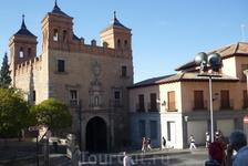 Ворота Пуэрта дель Камброн (Puerta del Cambron). Дошедшие до наших дней ворота Пуэрта дель Камброн были перестроены в стиле ренессанс в 1576 году из старых визиготских ворот времён короля Вамбы. Своё