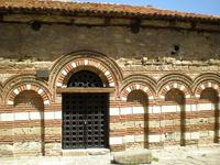 Церковь Святой Параскевы, XIII век — однонефная церковь с характерным нартексом и алтарной апсидой. Конструкция крыши не сохранилась. Можно предположить ...