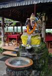 Фонтан в виде слона, олицетворяющего Бога Ганеша
