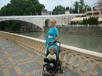 Река Сочи.Перед входом в парк Ривьера
