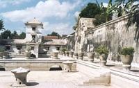 Водяной замок Таман Сари