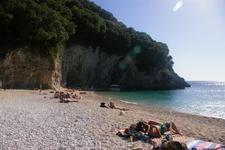 дальний пляж с гротом